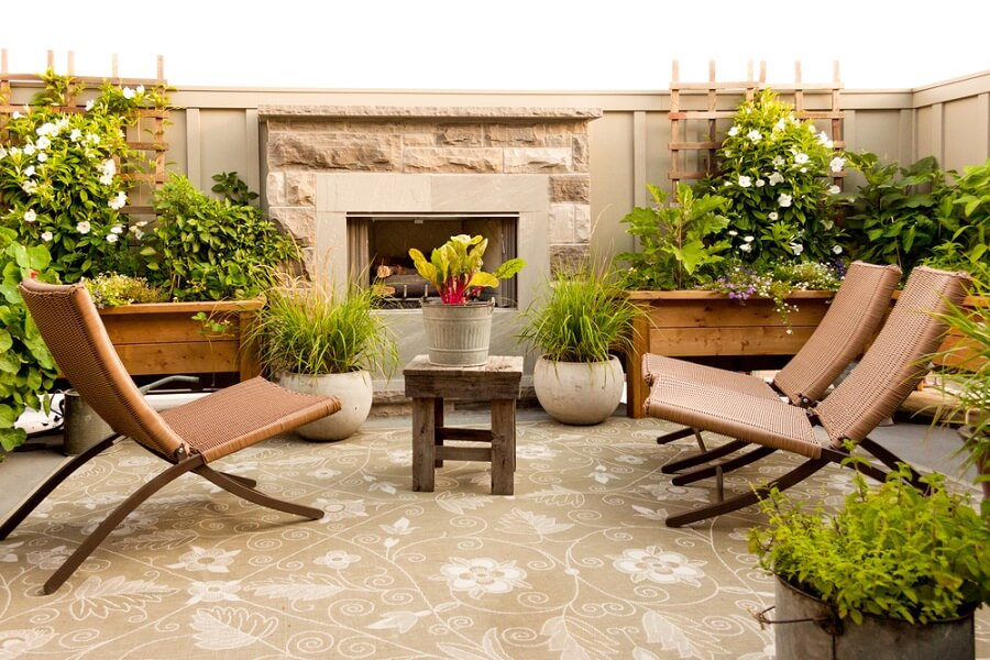 9 Outdoor Fireplace and Fire Pit Designs