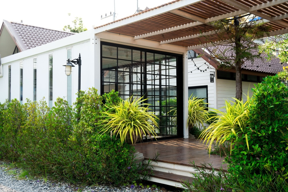 How to naturally cool your shipping container home