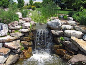 How to Create a Dramatic Effect Around Simple Outdoor Water Features