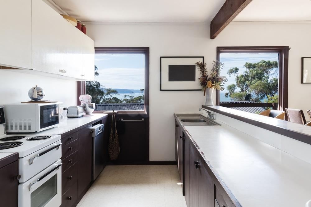 5 Hacks that Make Your Mid-Century Modern Kitchen Layout Better