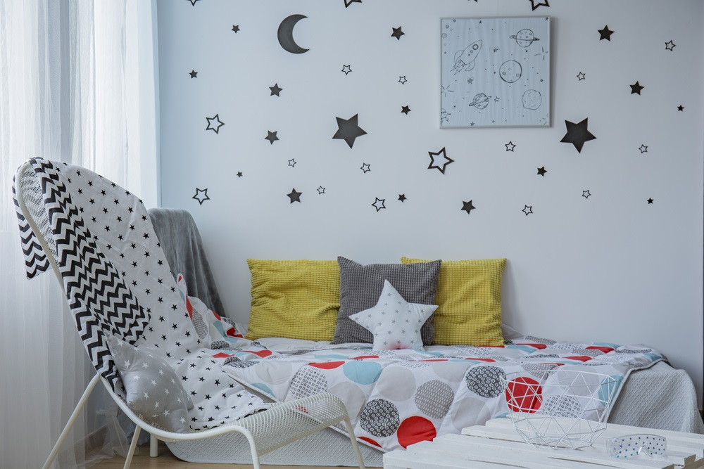 4 Cheap and Landlord-Friendly Ways to Decorate Your Rental House