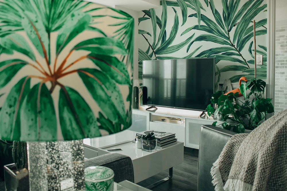 In today's blog, we discuss how to incorporate tropical patterns into your home's decor. Learn how to use these kitsch patterns to add a bit of playfulness in a room. Follow these tips and be ready to use it to create a look of your own: