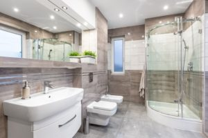 Spacious, High-Gloss Bathroom