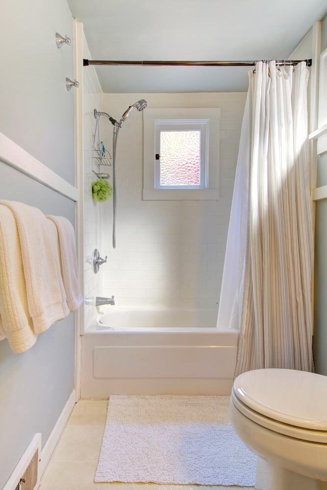 Designer Tips on When to Use Shower Doors and Shower Curtains