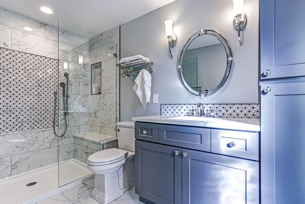 An Elegant Queen's Bathroom