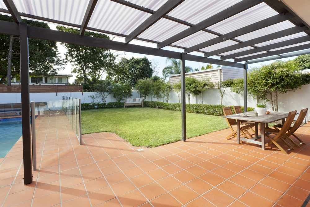 How to Choose the Right Tiles Around Your Pool