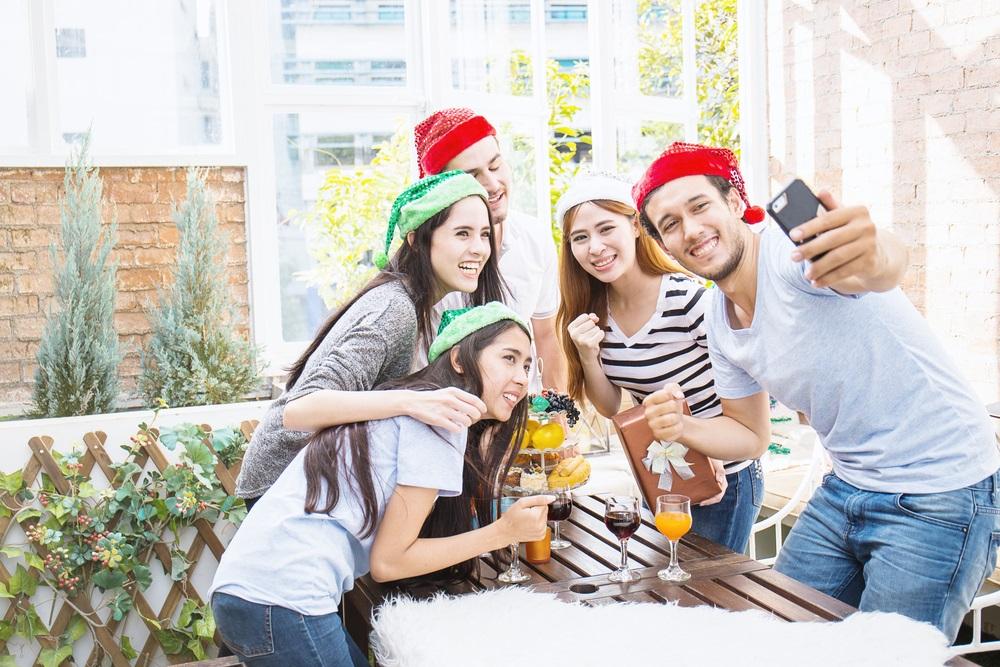 Outdoor alfresco area for Christmas entertaining