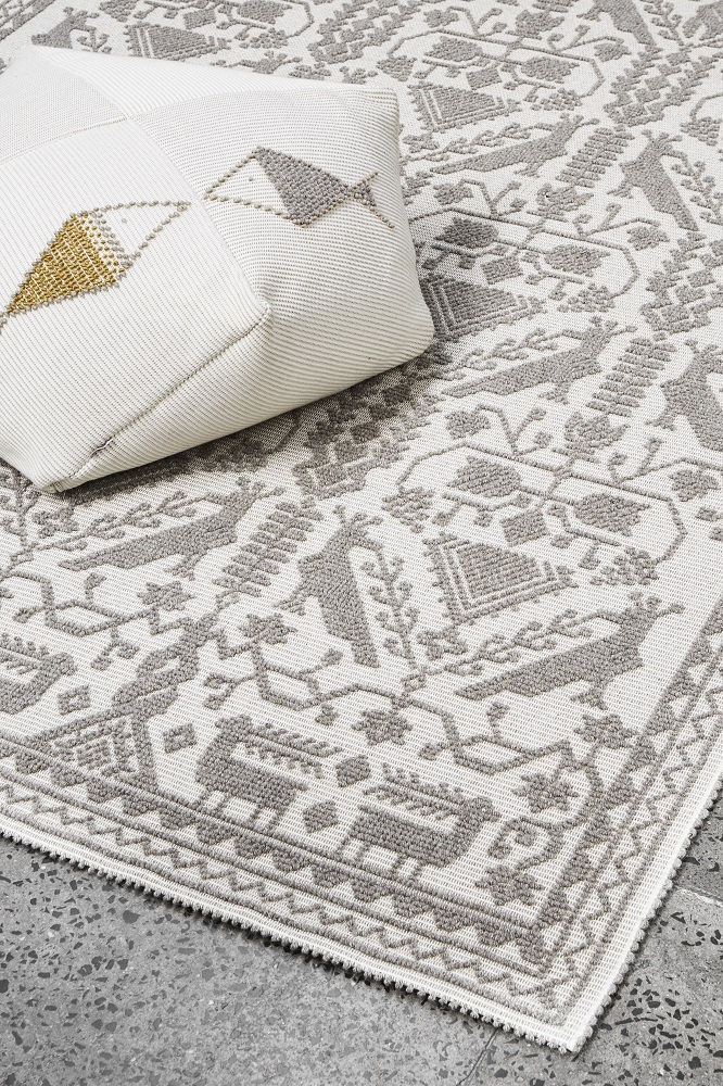 """""""Rugs perfectly preserve tradition and showcase heritage. The Allusion rug of the Pretziada x Mariantonia Urru collection showcases the traditional 'Pibiones' weaving technique."""""""
