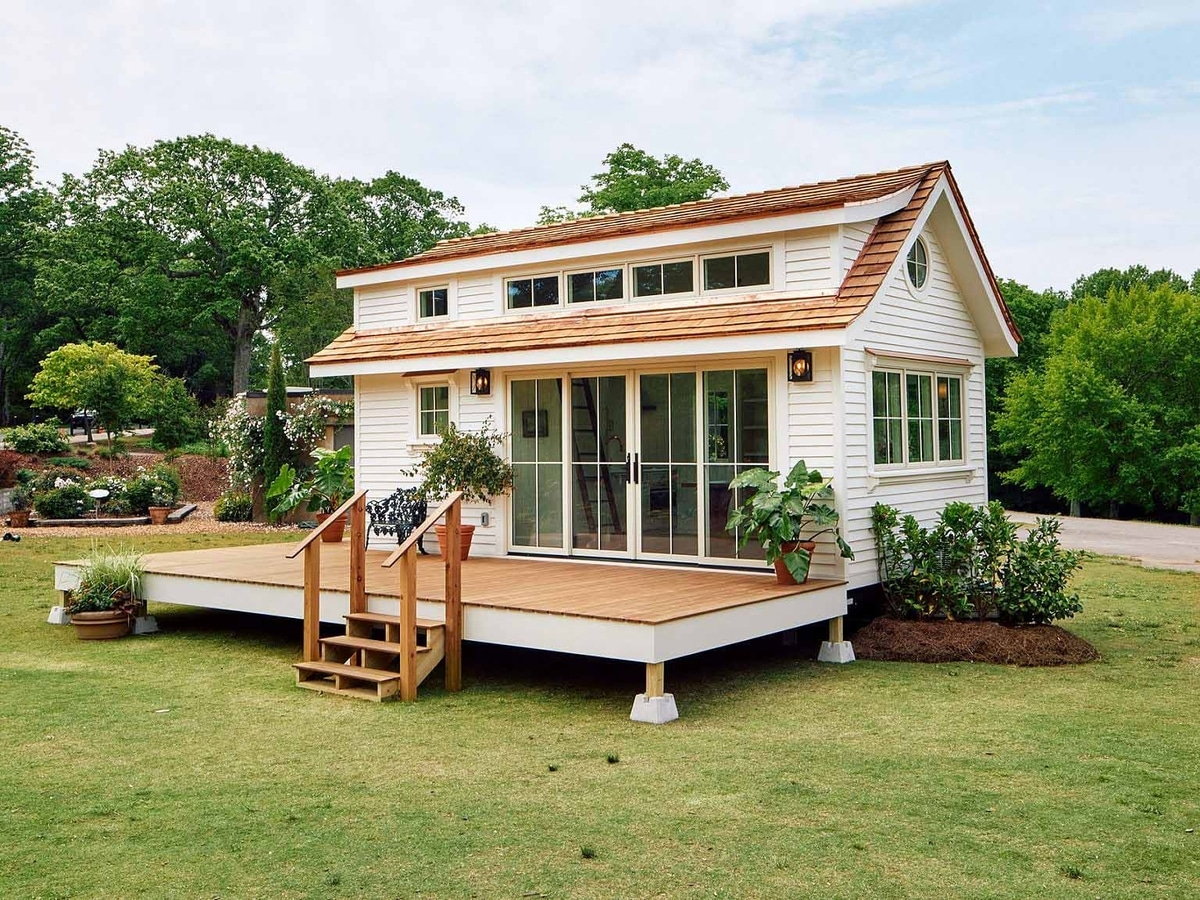 beautiful tiny home portable with deck