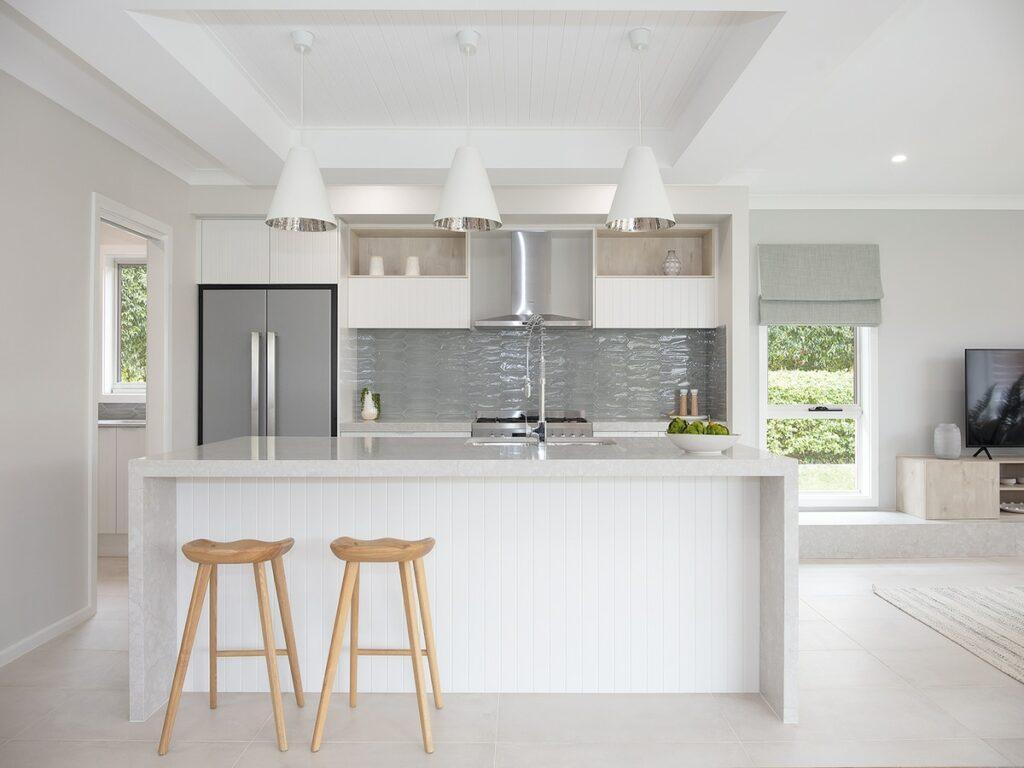 superdraft_all-white-kitchen-with-grey-glass-tile-splashback-01617009470