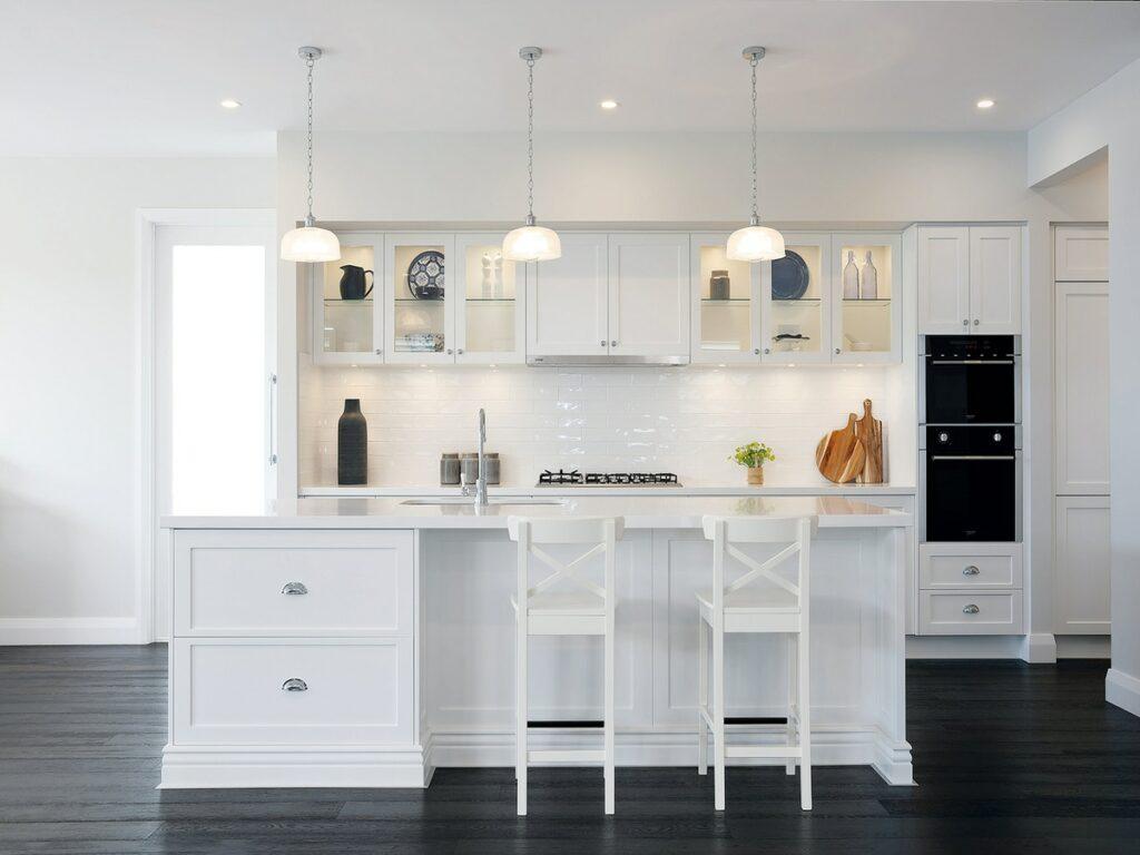 superdraft_classic-all-white-kitchen-with-dark-timber-floorboards-01617009191