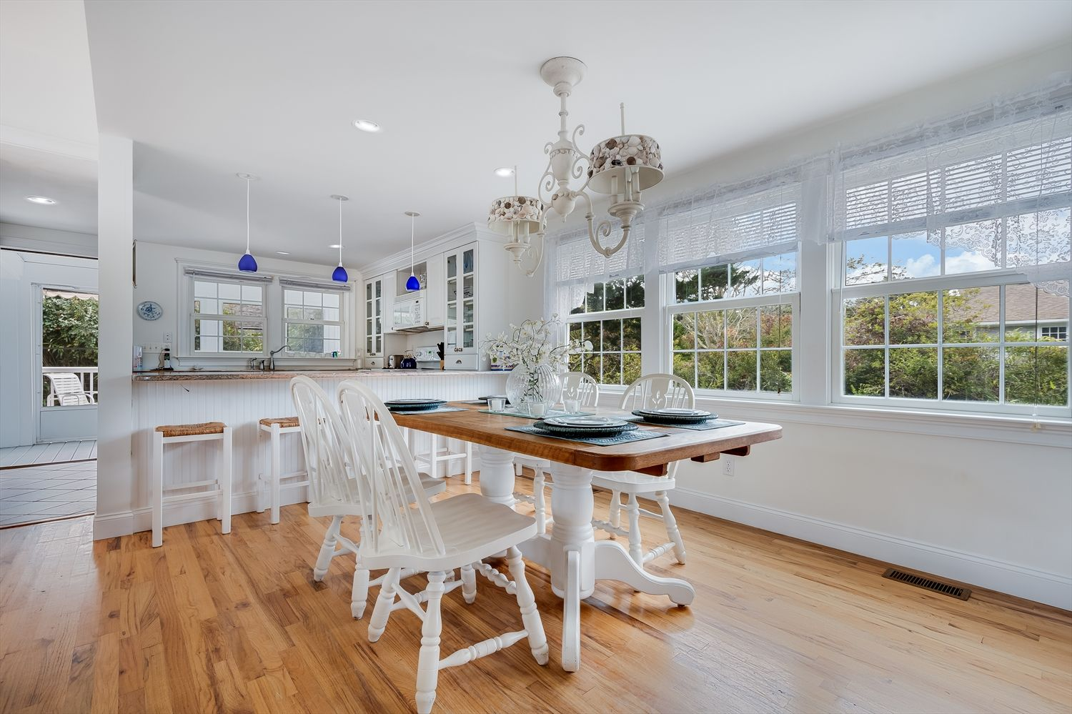 hamptons dining area with victorian accents